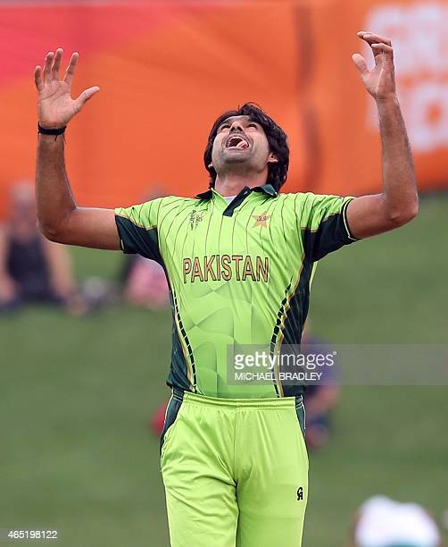 Pakistan's Mohammad Irfan reacts after bowling during the Pool B Cricket World Cup match between the United Arab Emirates and Pakistan at McLean Park...