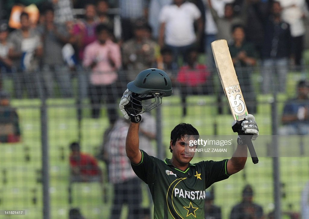 Pakistan's Nasir Jamshed gestures after : News Photo