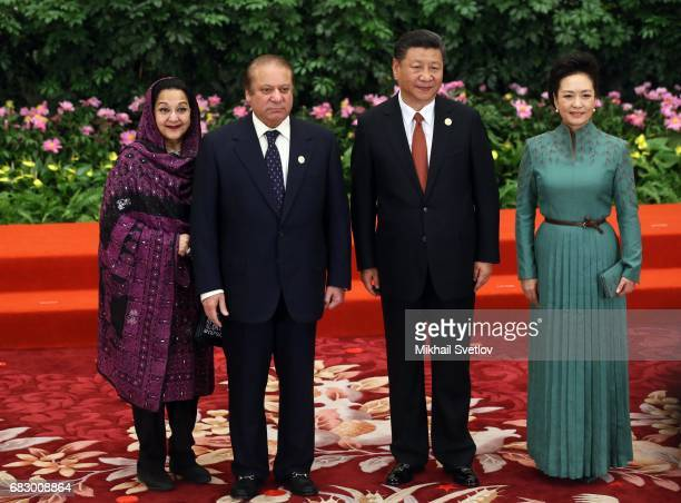 Pakistan's President Nawaz Sharif his wife Kalsoom Nawaz Sharif Chinese President XI Jinping his wife Peng Liyan pose for a photo prior to the dinner...