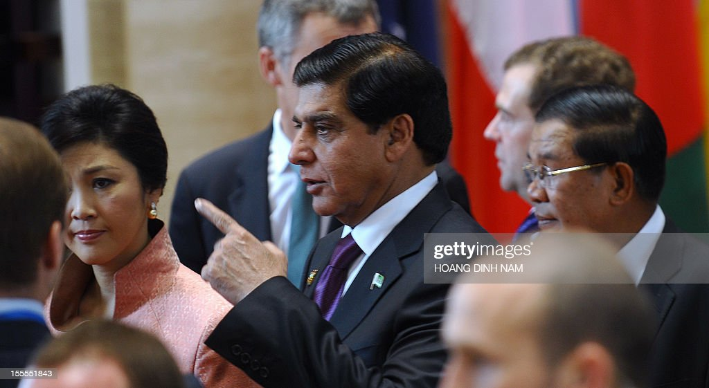 Pakistan's Prime Minister Raja Pervez Ashraf (C) gestures as he walks together with Thai Prime Minister Shinawatra Yingluck (L), Cambodian Prime Minister Hun Sen (R) and Russian Prime Minister Dmitri Medvedev towards a meeting room for the opening ceremony of the ninth Asia-Europe (ASEM 9) summit in Vientiane on November 5, 2012. Dozens of European and Asian leaders will gather in impoverished Laos on November 5 for a major summit set to be dominated by the eurozone debt crisis and growing territorial tensions in the region. AFP PHOTO/HOANG DINH Nam