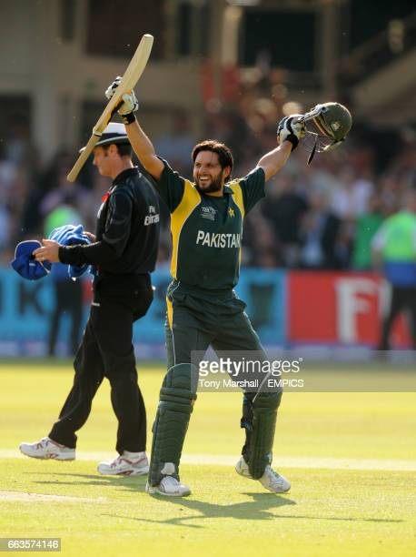 Pakistan's Shahid Afridi celebrates scoring the winning run to beat Sri Lanka