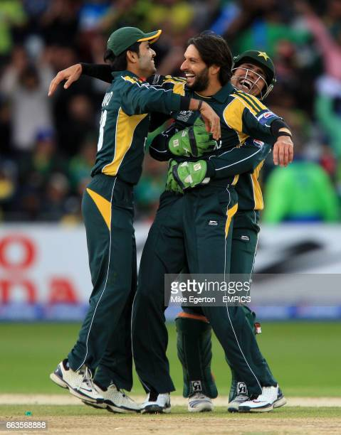 Pakistan's Shahid Afridi celebrates the wicket of South Africa's Abde Villiers