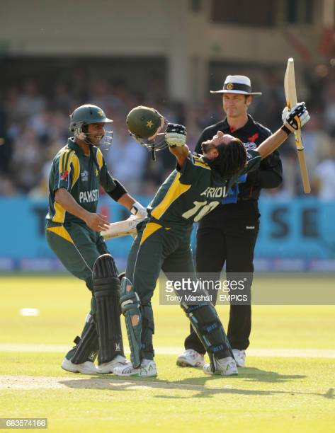 Pakistan's Shoaib Malik celebrates with Shahid Afridi as they beat Sri Lanka