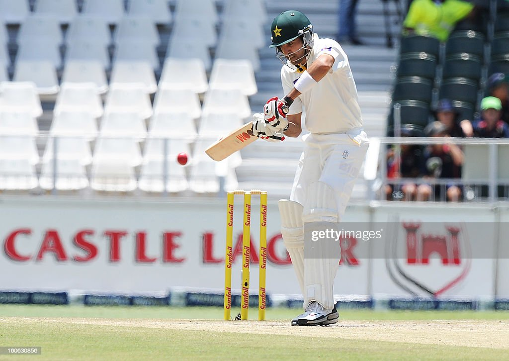 Pakistan's Umar Gul bats on February 4, 2013 on day four of the first Test match against South Africa at Wanderers stadium in Johannesburg. AFP PHOTO / STRINGER