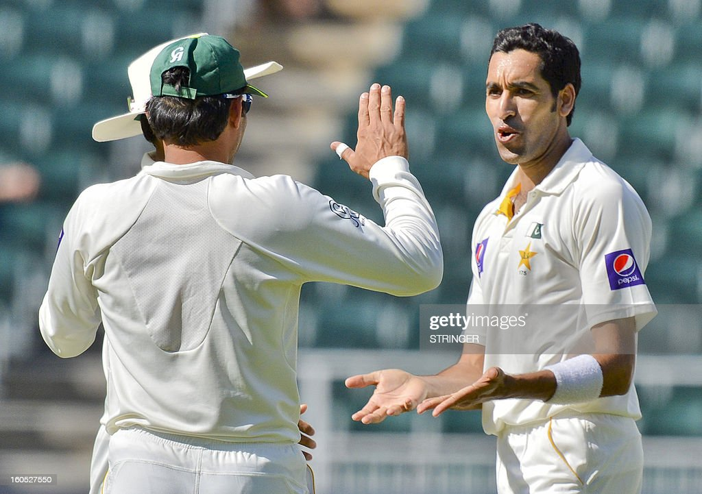 Pakistan's Umar Gul (R) celebrates the fall of South Africa batsman Graeme Smith on day two of the first Test match between South Africa and Pakistan at Wanderers Stadium in Johannesburg on February 2, 2013.