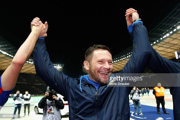 Pal Dardai head coach of Berlin celebrates after winning the Bundesliga match between Hertha BSC and 1 FSV Mainz 05 at Olympiastadion on December 20...
