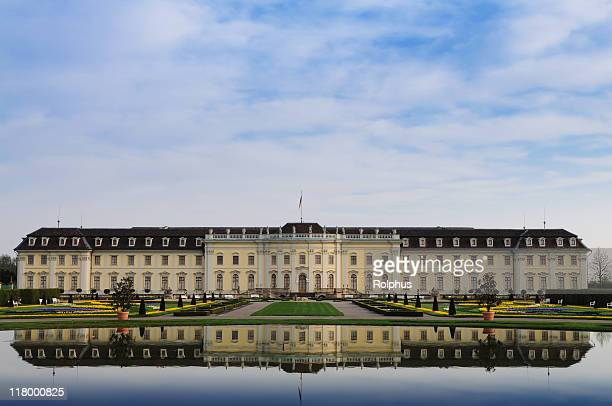 Schloss Ludwigsburg mit See Frühling