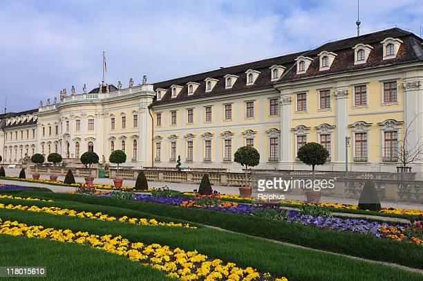 Schloss Ludwigsburg mit Frühling Blumen
