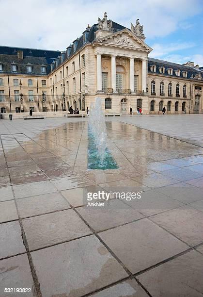 Palais des Ducs et des fontaines sur place à Dijon, France