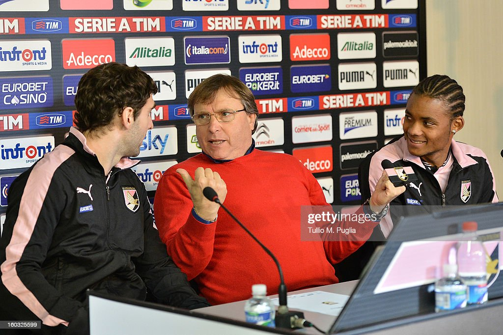 Palermo CEO Pietro Lo Monaco (C) speaks with Nelson (R) and Mauro Boselli (L) during their presentation as new players of Palermo at Tenente Carmelo Onorato Sports Center on January 29, 2013 in Palermo, Italy.