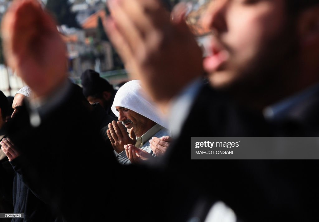 Palestiniam men perform the weekly noon Friday prayer outside Damascus Gate in Arab east Jerusalem, 25 January 2008. Israeli police were massivly deployed around the Eastern sector of the holy city while the access to the Al-Aqsa compound has been restricted to residents of less than fourty years of age.