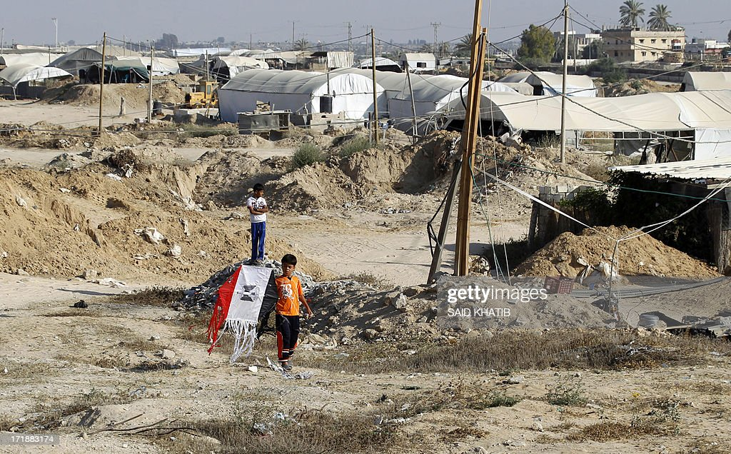 A Palestinian boy holds a kite bearing the Egyptian flag during an event run by Hamas to show solidarity with various countries in the region in Rafah town, in the southern Gaza Strip on June 29, 2013. AFP PHOTO/ SAID KHATIB