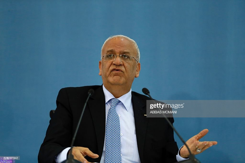 Palestinian chief negotiator and Secretary General of the Palestine Liberation Organisation (PLO), Saeb Erekat Saeb speaks during a press conference after a meeting of the PLO executive committee on May 4, 2016 in the West Bank city of Ramallah. / AFP / ABBAS