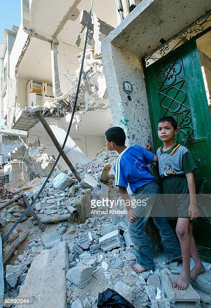 Palestinian children survey the rubble of demolished houses after Israeli troops pulled out of Tell alSultan neighbourhood on May 24 2004 in the...