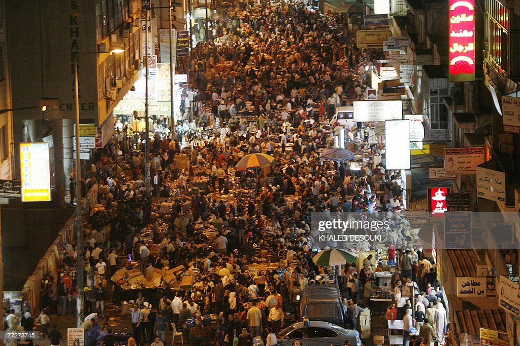Palestinian citizens throng the streets as they enjoy an evening of shopping on the last day of the holy month of Ramadan in the West Bank city of Ramallah, 11 October 2007. The fast-breaking festival of Eid al-Fitr which marks the end of Ramadan, a month of fasting from dawn to dusk, prayers and contemplation, will start 12 October 2007.