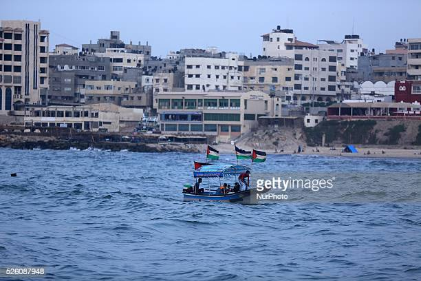 A Palestinian family riding a boat holds Palestinian on 10 september 2015 in Gaza port