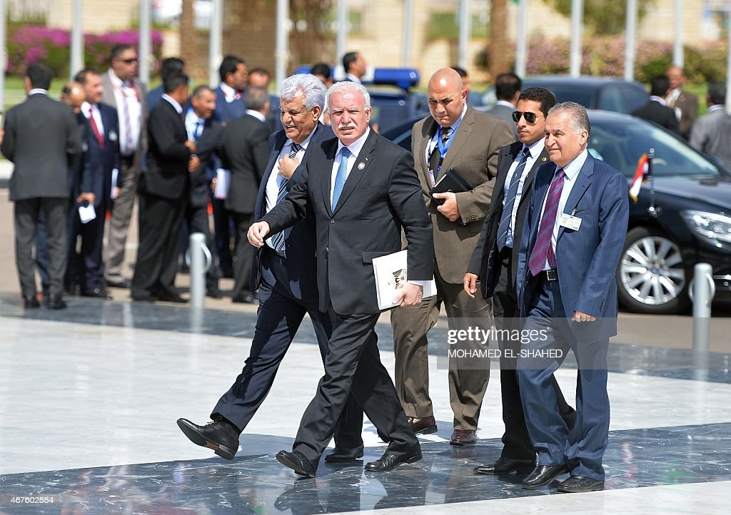 Palestinian Foreign Minister, Riyad al-Malki (C), arrives with his entourage for the Arab foreign ministers conference in the Egyptian Red Sea resort of Sharm El-Sheikh on March 26, 2015, ahead of an annual Arab League summit. AFP PHOTO / MOHAMED EL-SHAHED