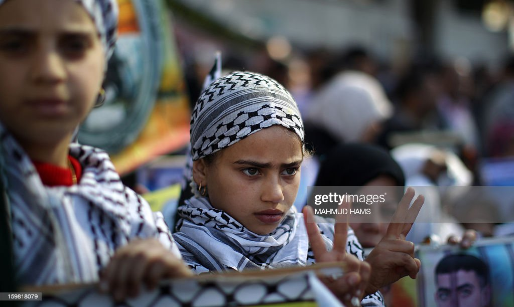 A Palestinian girl flashes the 'V' for victory sign during a protest calling for the release of Palestinian prisoners from Israeli jails outside the International Red Cross offices in Gaza City on January 21, 2013. AFP PHOTO/MAHMUD HAMS