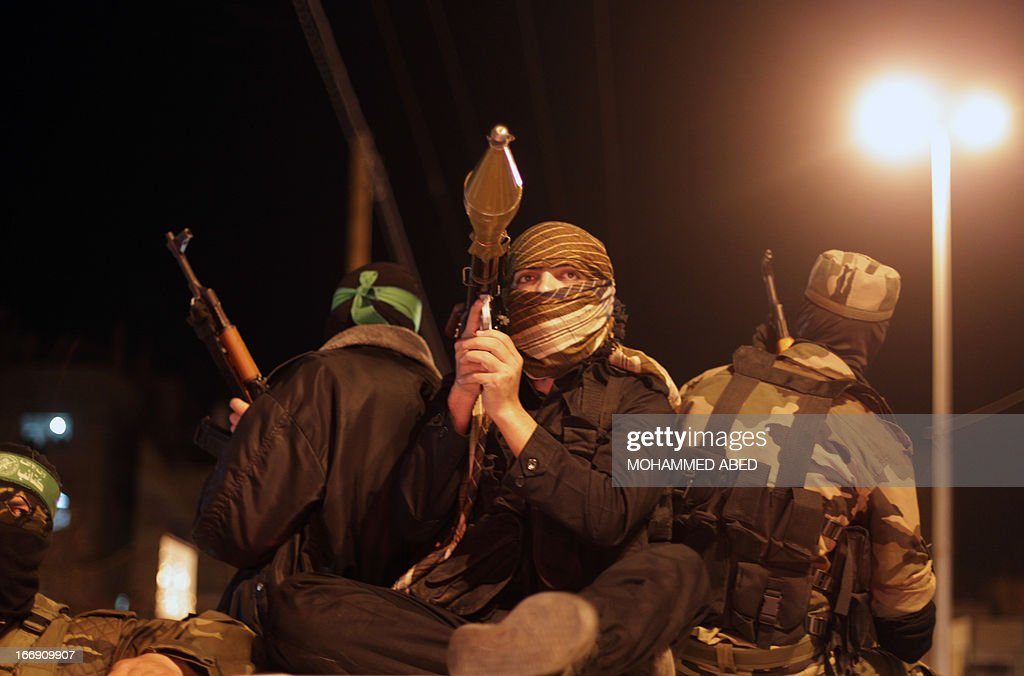 Palestinian Hamas militants hold weapons during a rally in support with Palestinian prisoners jailed in Israeli prisons on April 18, 2013. Israeli President Shimon Peres pardoned on April 13 a Palestinian prisoner who had carried out two long-term hunger strikes, citing concerns over his health, a statement from his office said.
