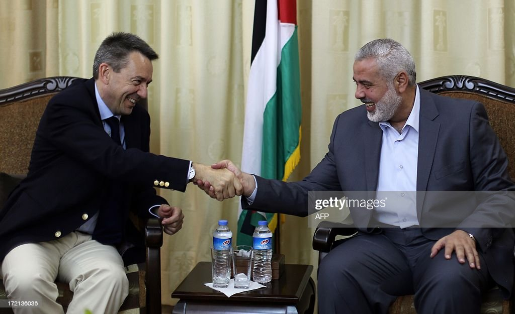 Palestinian Hamas prime minister Ismail Haniya (R) shakes hands with Peter Maurer, president of the International Committee of the Red Cross (ICRC), during a meeting in Gaza City on July 2, 2013.