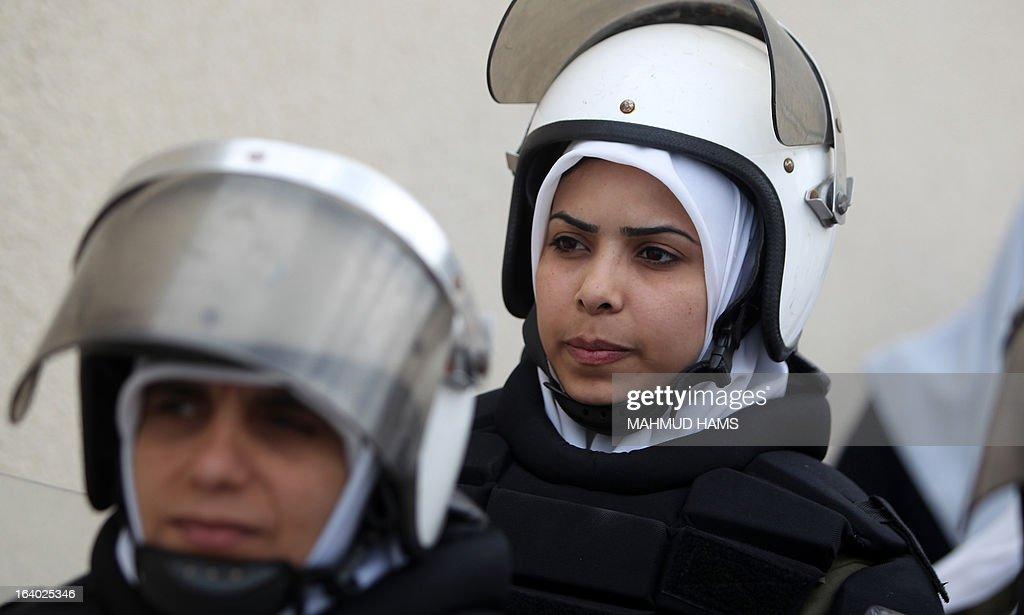 Palestinian Hamas riot policewomen attend their graduation ceremony in Gaza City on March 19, 2013. AFP PHOTO/MAHMUD HAMS