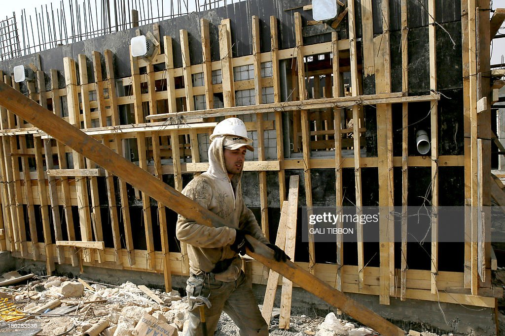 A Palestinian laborer works on a construction site in Ramat Shlomo, a Jewish settlement in the mainly Palestinian eastern sector of Jerusalem, on October 30, 2013. Israel freed 26 veteran Palestinian prisoners overnight in line with commitments to the US-backed peace process, but moved in tandem to ramp up settlement in annexed east Jerusalem.