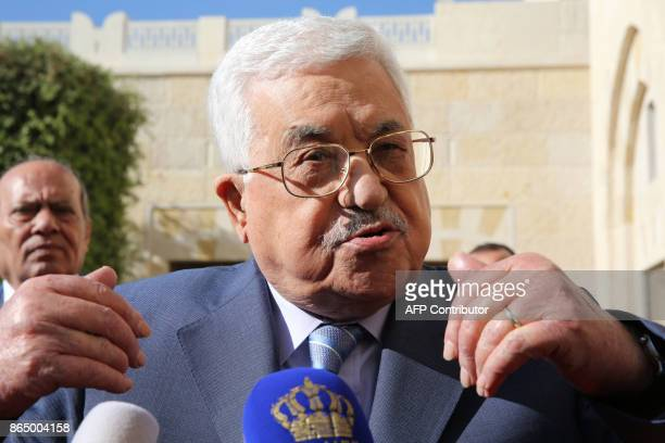 Palestinian leader Mahmud Abbas speaks to the press after meeting with Jordan's King at the Royal Palace in Amman on October 22 2017 / AFP PHOTO /...