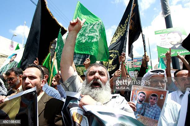 Palestinian men take part in a demonstration in the West Bank town of Bethlehem on June 6 2014 in solidarity with Palestinian prisoners on hunger...