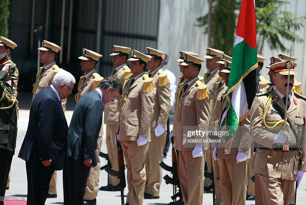 Palestinian president Mahmoud Abbas (L) and his Colombian counterpart Juan Manuel Santos (2L) review the honour guard during a welcome ceremony in the West Bank city of Ramallah on June 11, 2013 as the latter continues his official visit to the region. AFP PHOTO/ABBAS MOMANI
