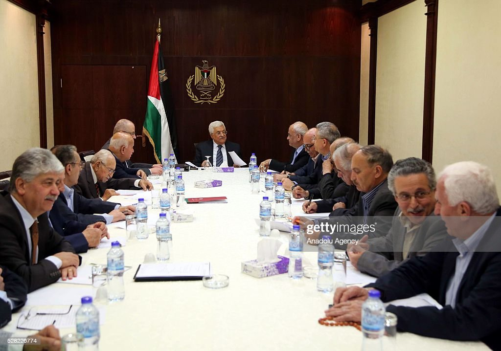 Palestinian President Mahmud Abbas (C) and Palestinian Liberation Organization's Secretary-General Saeb Erekat (2 R) attend a meeting of Palestine Liberation Organization (PLO) in Ramallah, West Bank on May 4, 2016.