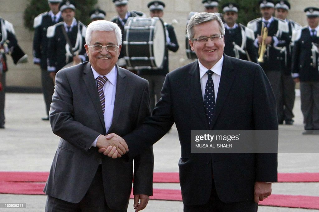 Palestinian president Mahmud Abbas (L) shakes hands with President of Poland, Bronislaw Komorowski during a welcome ceremony ahead of a meeting in the West Bank city of Bethlehem on November 5, 2013. AFP PHOTO / MUSA AL-SHAER