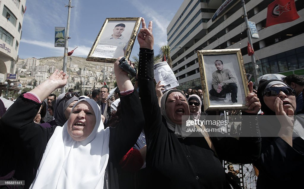Palestinian protesers chant slogans during a day of mourning following the death of 63-year-old Palestinian prisoner Maisara Abu Hamdiyeh, who was suffering from throat cancer and died at Soroka hospital in the southern Israeli city of Beersheva earlier in the week, on April 3, 2013. The death of Hamdiyeh sparked outrage as the Palestinian leadership blamed Israel, saying officials had refused to grant him an early release. AFP PHOTO/ JAAFAR ASHTIYEH