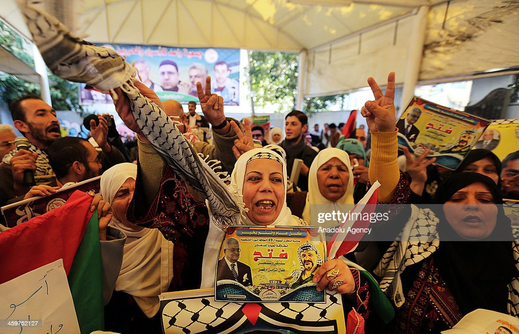 Palestinian protesters wait for their relatives' release from Israeli jail as peace talks resume between the IsraeliPalestinian peace talks outside Red Cross headquarters in Gaza City on December 30, 2013.