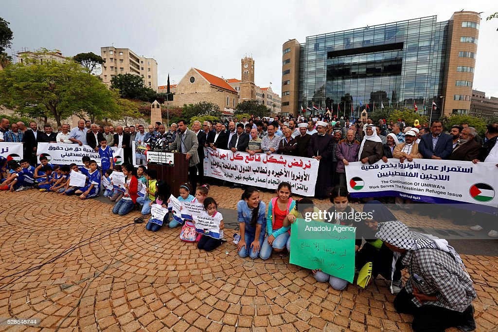 Palestinian refugees protest the UNRWA decision to reduce the health, finance and education services, in front of the United Nations Relief and Works Agency for Palestine Refugees in the Near East (UNRWA) office in Beirut, Lebanon on May 6, 2016.