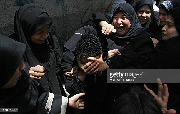 Palestinian relatives of Hamda Doughmoush mourn during his funeral in Gaza City 06 May 2006 Dogmosh is one of five Palestinians who were killed...