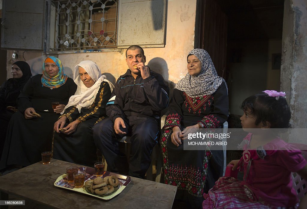 Palestinian released prisoner Omar Massud, have breakfast with his relatives at his family house in al-Shatee refugee camp in Caza City on October 30, 2013. Israel freed 26 veteran Palestinian prisoners overnight in line with commitments to the US-backed peace process, but moved in tandem to ramp up settlement in annexed east Jerusalem.