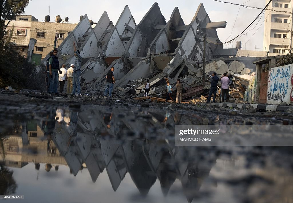 Palestinian residents inspect the remains of a building that was destroyed by an Israeli air strike in Gaza City on August 26, 2014, killing two Palestinians, as Israel pursued its campaign to stop rocket fire by Hamas militants from the enclave, medics said. Egypt has proposed a new ceasefire in the Gaza conflict that would open key border crossings into the battered Palestinian territory, after Israeli raids killed at least 10 more Palestinians.