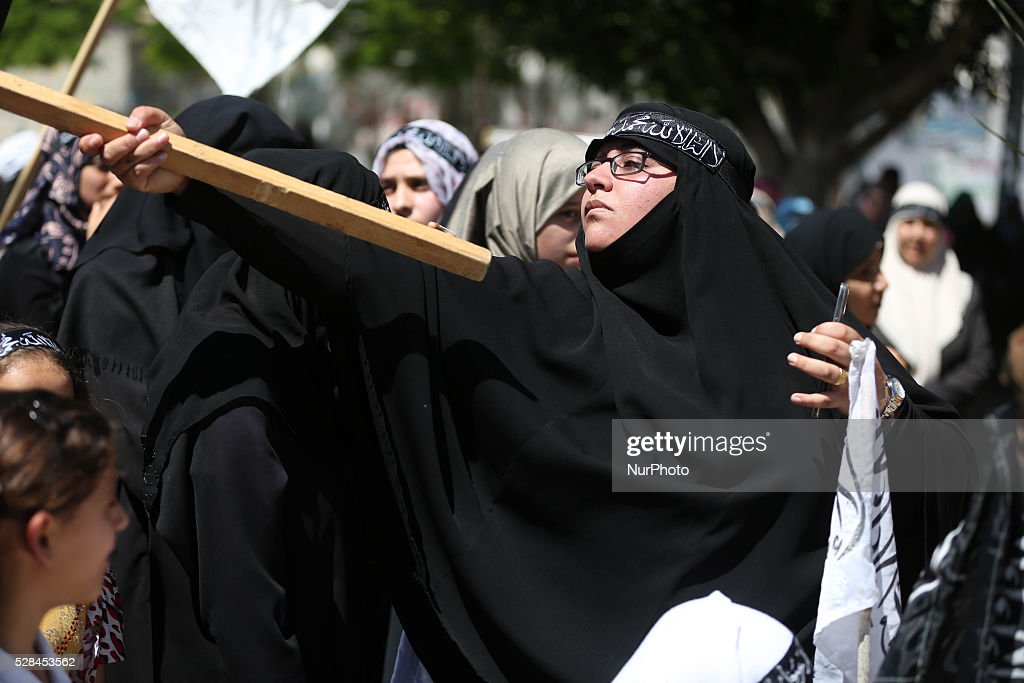 Palestinian supporters of Hizb ut-Tahrir take part in a rally to mark the 95rd anniversary of the overthrow of the Islamic Caliphate, in Gaza city on May 5, 2016.