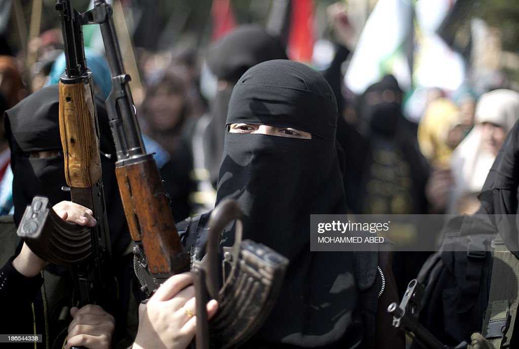 Palestinian women hold assult rifles during a rally by the Islamic Jihad to mark the anniversary of the movement's foundation in Gaza City, on November 1, 2013. AFP PHOTO/MOHAMMED ABED