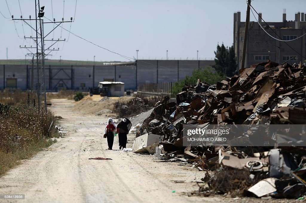 Palestinian women walk past areas where Hamas militants were located near the border with Israel east of Gaza City, on May 5, 2016. Israeli forces uncovered a Hamas tunnel stretching across the border, the Israeli army said, the second such discovery in recent weeks. Army spokesman Peter Lerner said the tunnel was 28-29 metres deep and stretched into Israeli territory, though he did not say how far. ABED