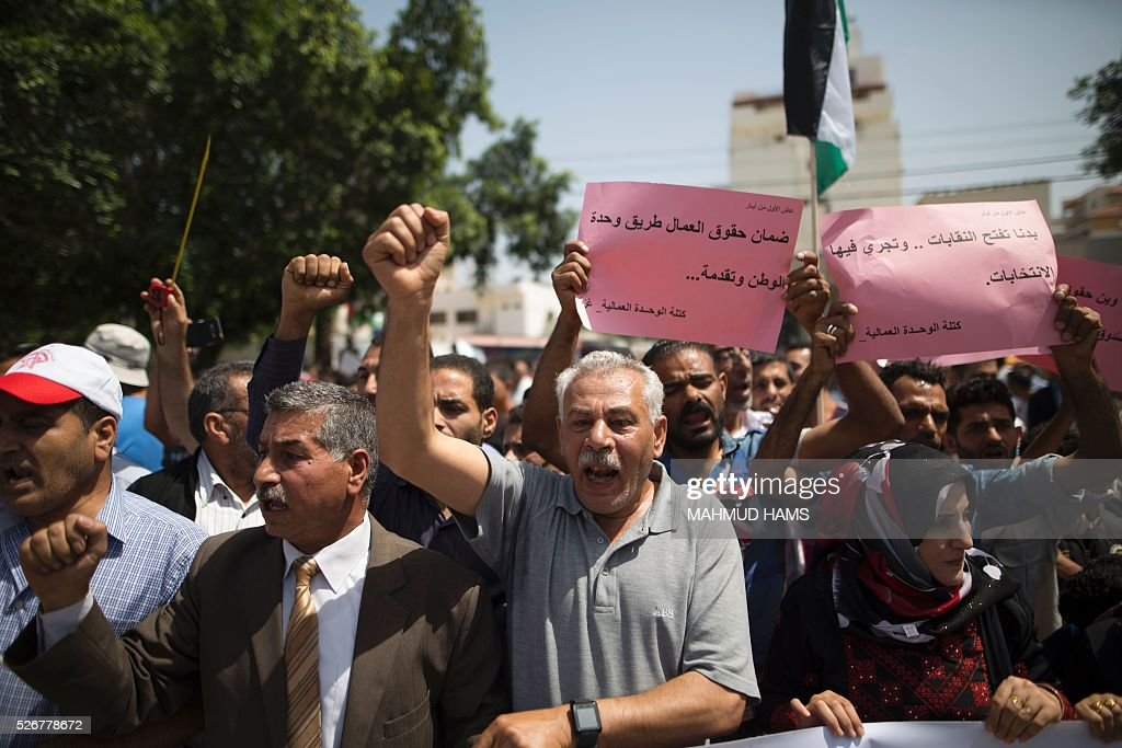 Palestinian workers demonstrate against the Israeli blockade of the Gaza Strip during a rally marking May Day, on May 1, 2016, in Gaza City. Israel has maintained a blockade of Gaza since 2006, and recently banned the supply of cement and construction materials for the private sector, citing security concerns. / AFP / MAHMUD