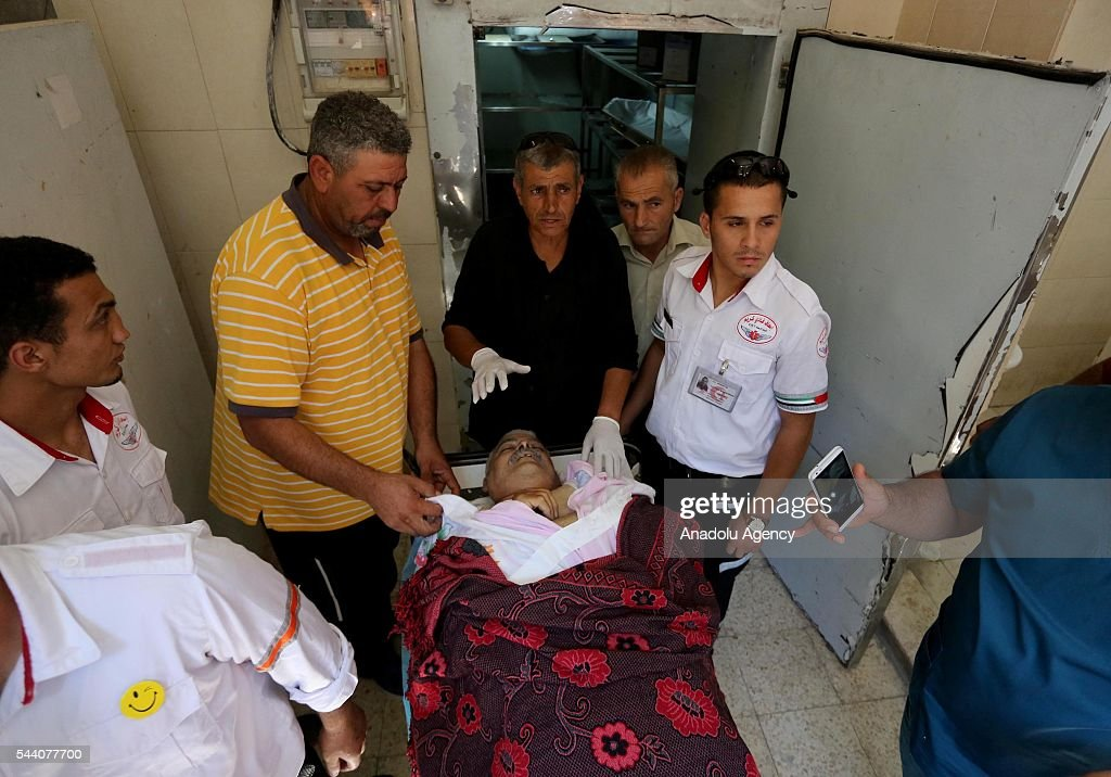 Palestinians are seen around the body of Muhammad Habs after he was killed during the Israeli forces intervention to Palestinian men younger than 45, after Palestinians try to enter the Al-Aqsa in Ramallah, West Bank on July 1, 2016. Israeli authorities allowed Palestinian women, children under 12 and men older than 45 to enter the compound.