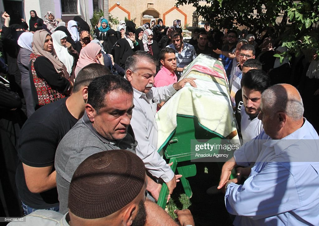 Palestinians carry the coffin of Sondos Al- Basha who lost his life during a terrorist attack at the Ataturk International Airport in Istanbul, during a funeral ceremony in Qalkilya district of West Bank on July 1, 2016.