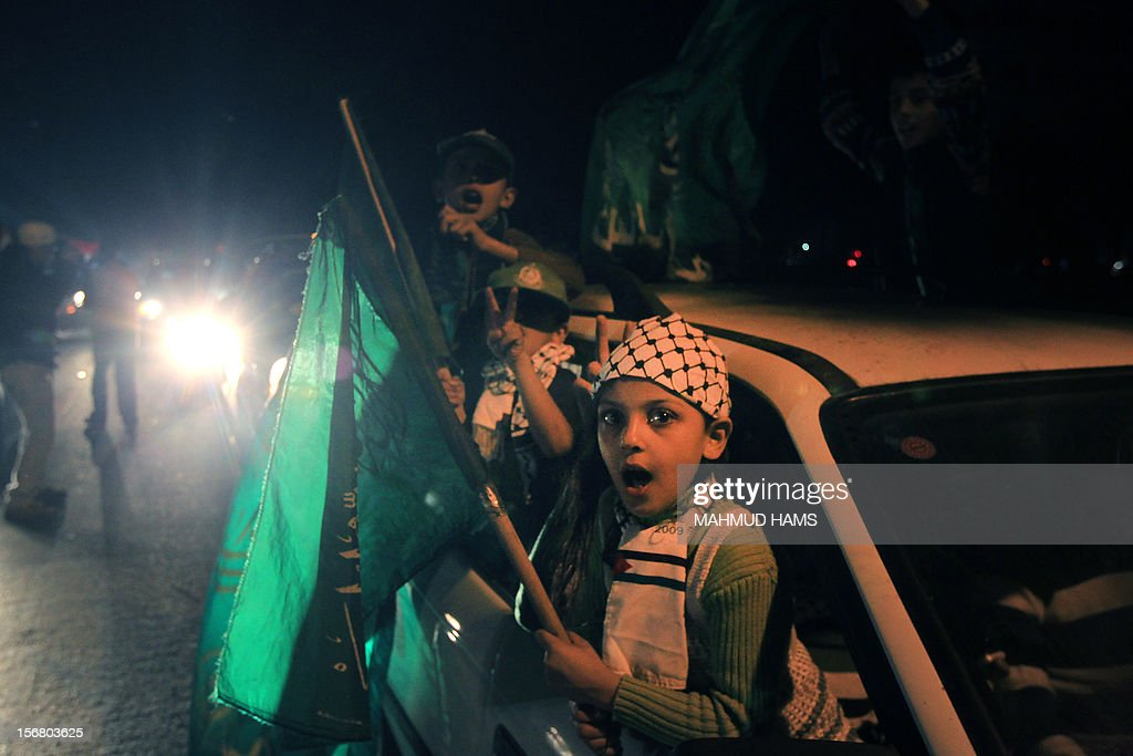 Palestinians celebrate in the street of Gaza City on November 21, 2012 as a ceasefire came into effect in and around Gaza after a week of cross-border violence between Israel and Palestinian militants that killed at least 160 people. AFP PHOTO / MAHMUD HAMS