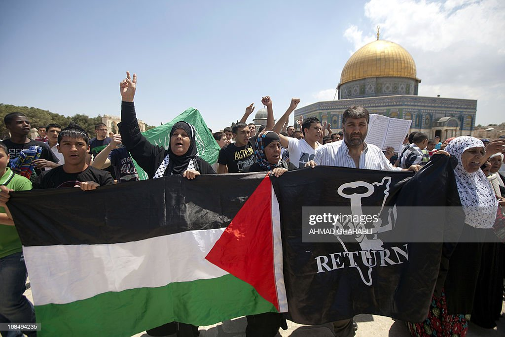 Palestinians chant slogans during a demonstration in solidarity with Al-Aqsa mosque following Friday prayers outside the Dome of the Rock in Jerusalem's Old City on May 10, 2013. Police were questioning Mufti of Jerusalem Mohammed Hussein over a 'disturbance' at Al-Aqsa mosque compound, a spokesman said, as Israelis were celebrating Jerusalem Day. AFP PHOTO/AHMAD GHARABLI