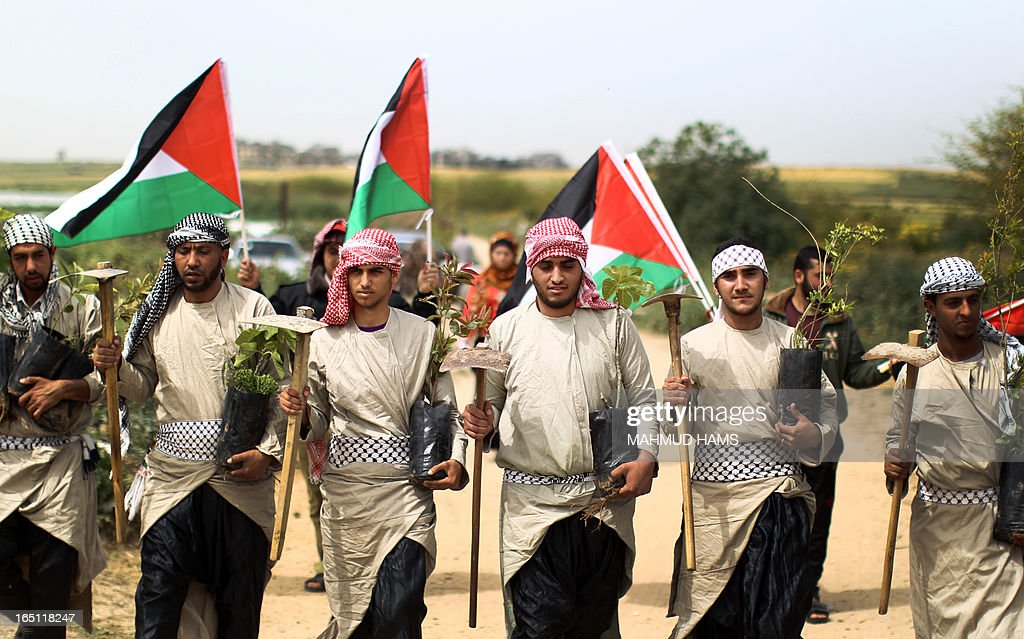 Palestinians dressed up as farmers rally as they mark Land Day in Beit Hanun in the northern Gaza Strip close to the border with Israel on March 31, 2013. The annual demonstrations mark the deaths of six Arab Israeli protesters at the hands of Israeli police and troops during mass protests in 1976 against plans to confiscate Arab land in the northern Galilee region.