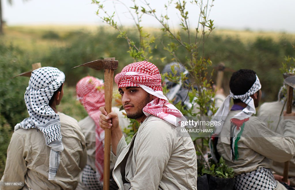 Palestinians dressed up as farmers take part in a rally marking Land Day in Beit Hanun in the northern Gaza Strip close to the border with Israel on March 31, 2013. The annual demonstrations mark the deaths of six Arab Israeli protesters at the hands of Israeli police and troops during mass protests in 1976 against plans to confiscate Arab land in the northern Galilee region. AFP PHOTO MAHMUD HAMS