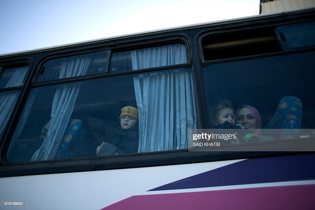 Palestinians look through the window of a bus as they wait to be given the permission to cross into Egypt at the Rafah crossing between Egypt and the southern Gaza Strip on February 14, 2016. The Gaza Strip's border crossing with Egypt at Rafah is set to reopen for two days to allow humanitarian aid into the enclave. / AFP / SAID KHATIB