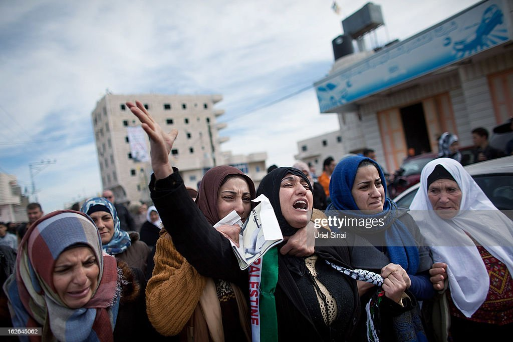 Palestinians mourn during the funeral Arafat Jaradat on February 25, 2013 in the village of Saair in the West Bank. According to reports, Jaradat died while in Israeli custody under disputed circumstances, with Palestinian officials saying an autopsy showed he was tortured.