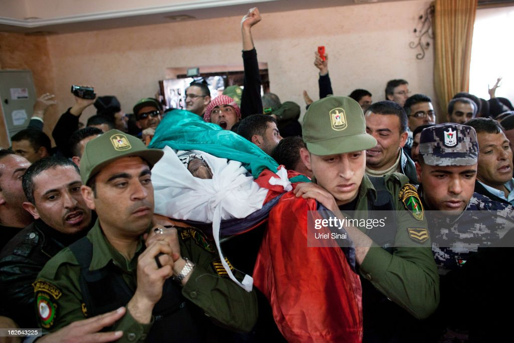 Palestinians policemen carry the body of Arafat Jaradat during his funeral on February 25, 2013 in the village of Saair in the West Bank. According to reports, Jaradat died while in Israeli custody under disputed circumstances, with Palestinian officials saying an autopsy showed he was tortured.